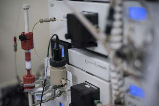 Equipamento utilizado na purificação de proteínas (Foto: Jr. Panela/UFC)