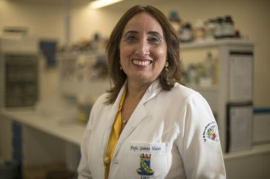 Profª Geanne Matos em laboratório de neurociências da UFC (Foto: Jr. Panela/UFC)