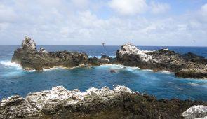 Arquipélago de São Pedro e São Paulo. São pequenas ilhas rochoras no mar azul (Foto: Divulgação/Marcelo Soares)
