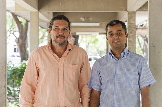 Professores Ascânio Araújo e Michael Souza, coordenadores da pesquisa sobre os mapas de deslocamento (Foto: Viktor Braga/UFC)