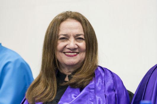 A Professora Maria Elias Soares, durante uma cerimônia de colação de grau (Foto: Viktor Braga/UFC)