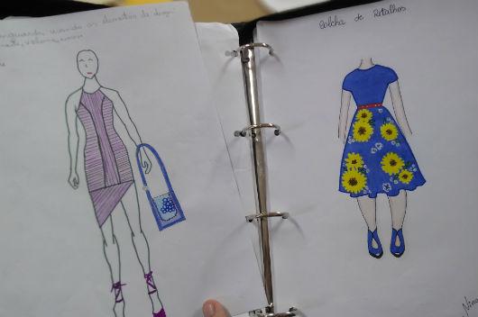 Desenho de mulheres utilizando representações de roupas e acessórios desenvolvidos no projeto (Foto: Luana Oliveira/PREX-UFC)