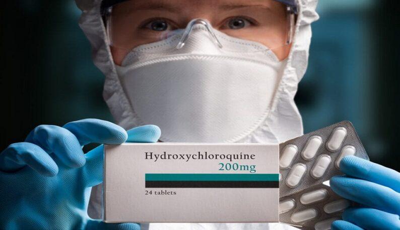 Pessoa segurando uma caixa de Hidroxicloroquina (Foto: Alex Sava/Istock)