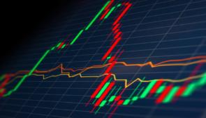 Imagem de telão de bolsa de valores, com setas representando variações nos preços das ações