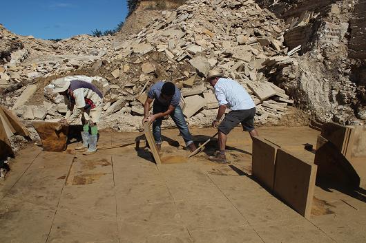 Equipe busca fósseis na formação Crato, na Bacia do Araripe